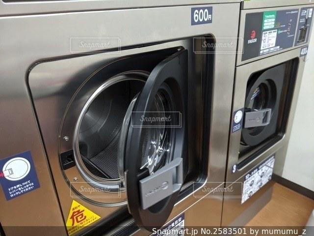 コインランドリーでお洗濯!の写真・画像素材[2583501]