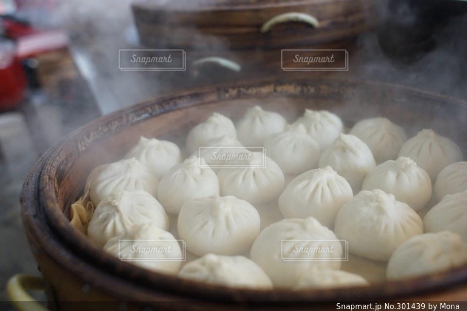 本場台湾の肉まんの写真・画像素材[301439]