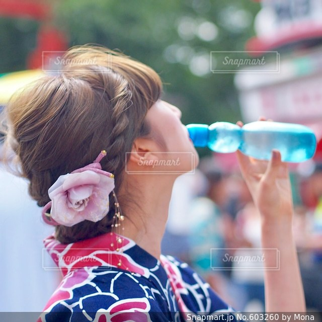 ラムネと夏祭りと浴衣女子の写真・画像素材[603260]