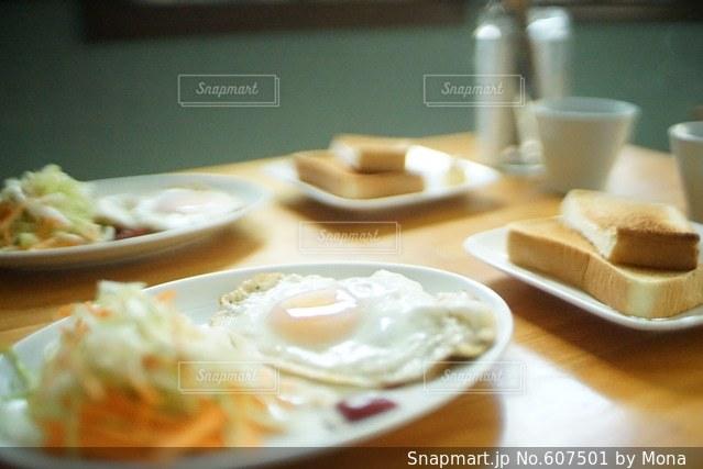 休日の朝食の写真・画像素材[607501]