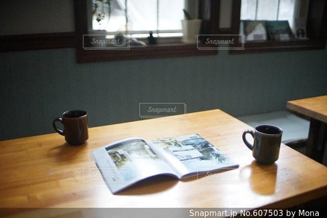 朝ごはん後の休憩の写真・画像素材[607503]