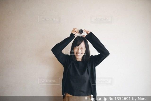 笑顔の女性の写真・画像素材[1354691]