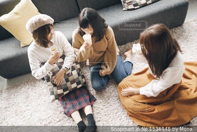 おうちで女子会の写真・画像素材[1536948]