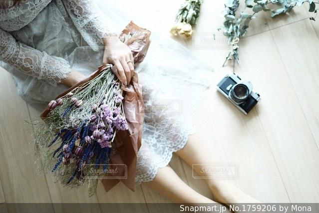 レースのドレスの女性の写真・画像素材[1759206]