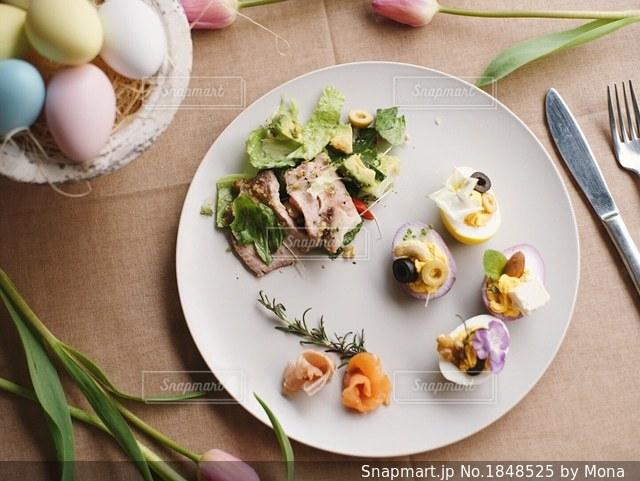 イースターパーティのたまご料理プレートの写真・画像素材[1848525]