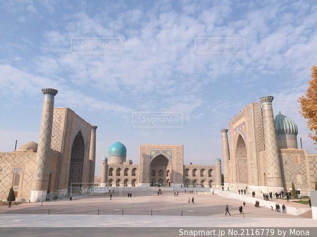 ウズベキスタン・サマルカンドにある世界遺産、レギスタン広場の写真・画像素材[2116779]