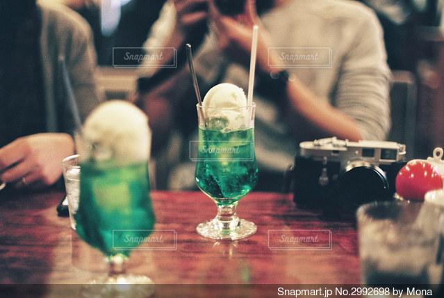 純喫茶でクリームソーダの写真・画像素材[2992698]