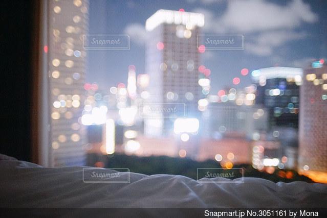 窓からの夜景の写真・画像素材[3051161]
