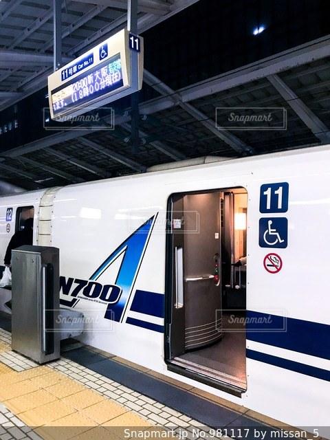 東海道新幹線の乗車口の写真・画像素材[981117]