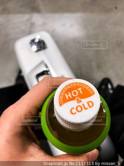 寒い日、熱いお茶、暑い日、冷たいお茶の写真・画像素材[1117313]