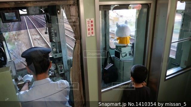 神戸電鉄の普通電車の運転手と男の子の写真・画像素材[1410354]