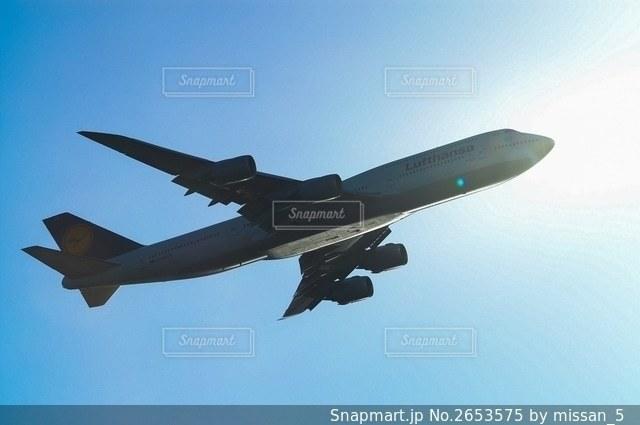 羽田空港を離陸しドイツへ向かうルフトハンザ航空のジャンボB 747の写真・画像素材[2653575]
