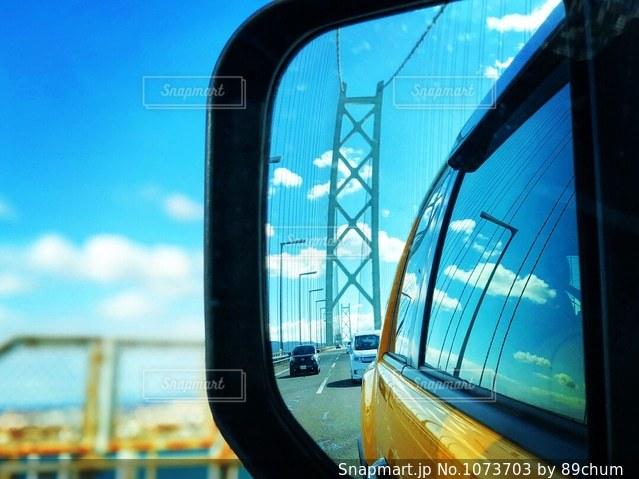 車のサイドミラー ビューの写真・画像素材[1073703]