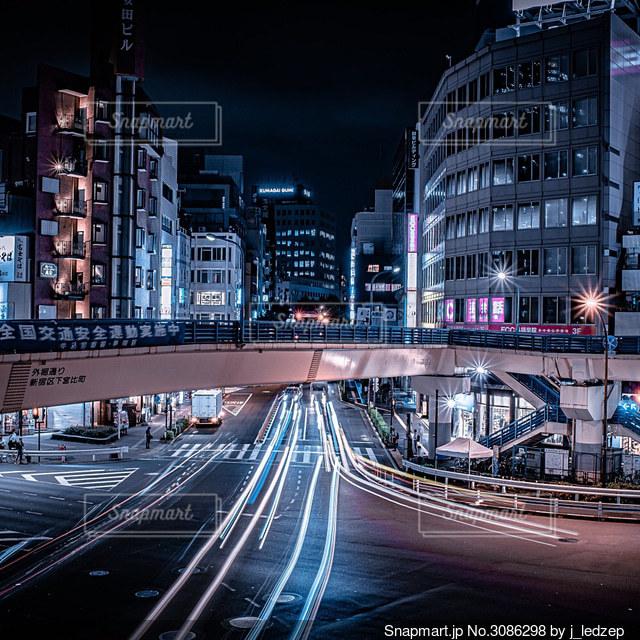 夜の都市の眺めの写真・画像素材[3086298]