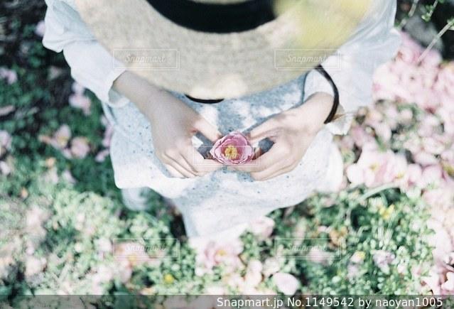 麦わら帽子の少女の写真・画像素材[1149542]