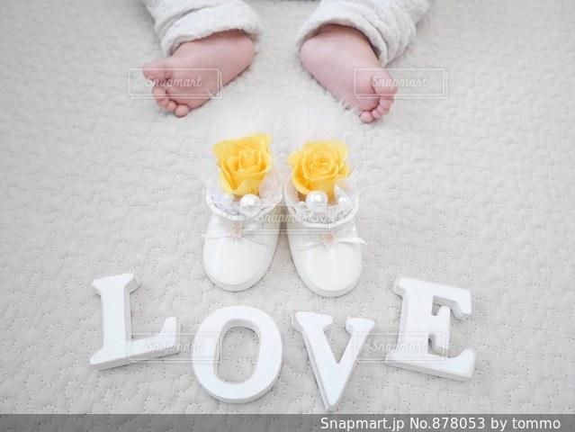 赤ちゃんのあんよの写真・画像素材[878053]