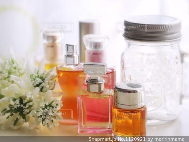 香水の写真・画像素材[1120921]