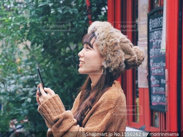待合せをしている女性の写真・画像素材[1550262]