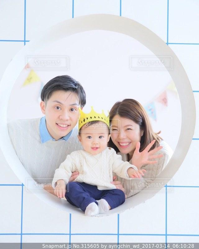 家族,誕生日,family,リンクコーデの写真素材