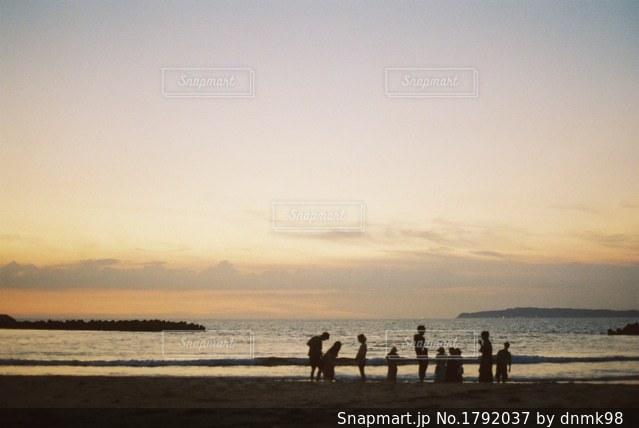 ビーチの人々 のグループの写真・画像素材[1792037]