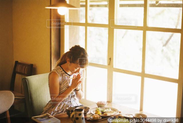 沖縄の食堂でいただきますの写真・画像素材[3014498]
