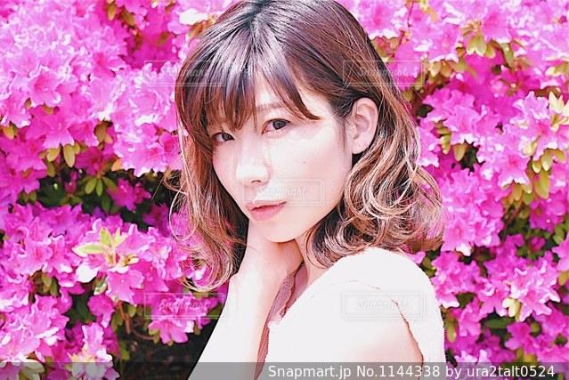近くにピンクの花人のアップ - No.1144338