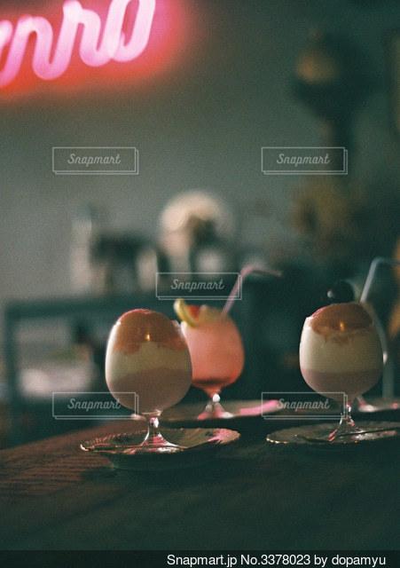 おしゃれなカフェの美味しそうなパフェの写真・画像素材[3378023]