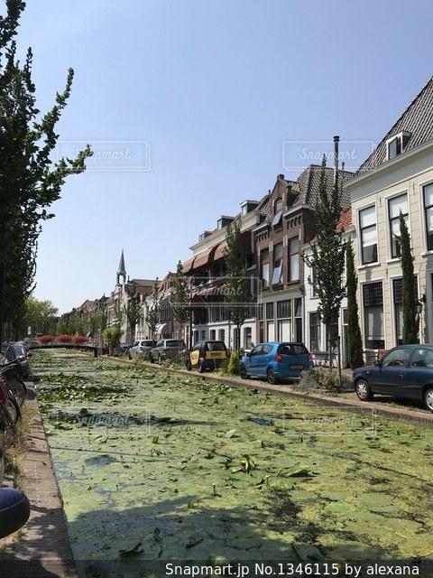 オランダの運河と家並の写真・画像素材[1346115]