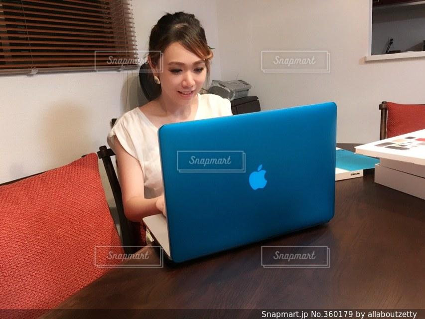 work computer 仕事 パソコン アップル apple macbookの写真・画像素材[360179]