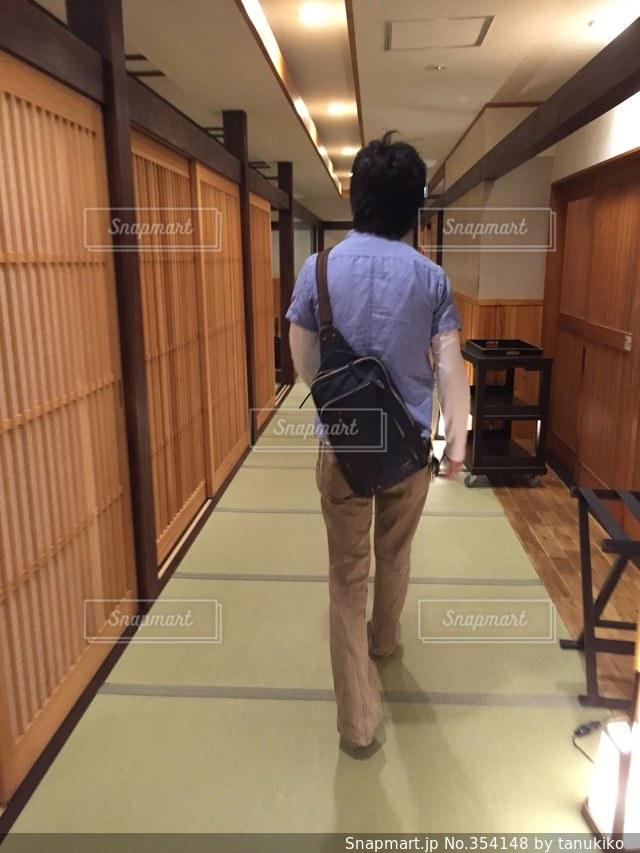 男性,後ろ姿,旅行,畳,箱根,和,旅館