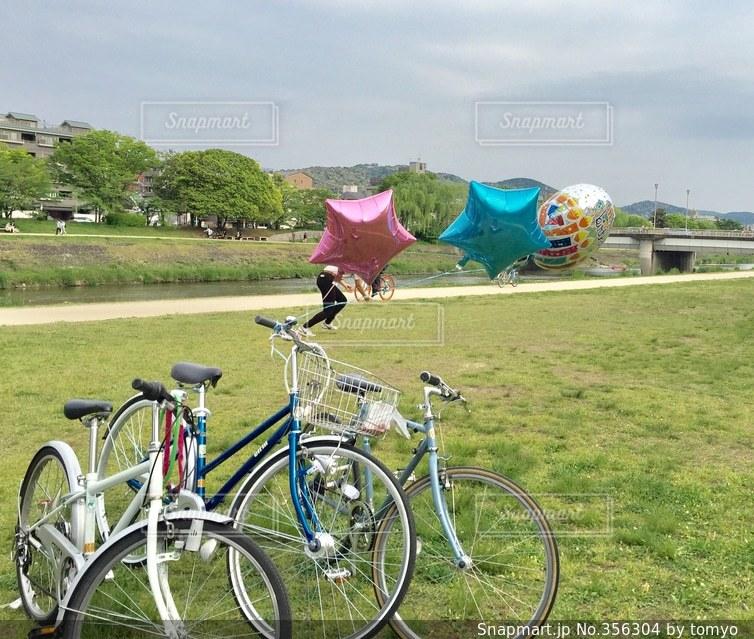 自転車,川辺,風船,景色,楽しい,外,バルーン,遊び,のんびり