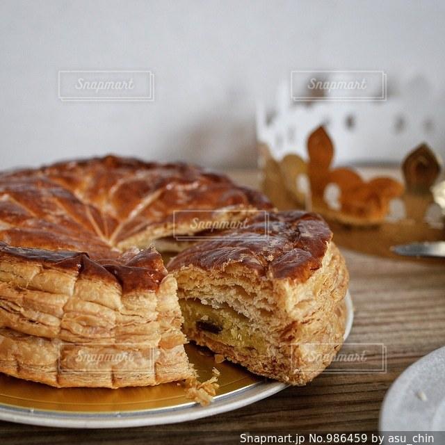 皿の上の食べ物の写真・画像素材[986459]