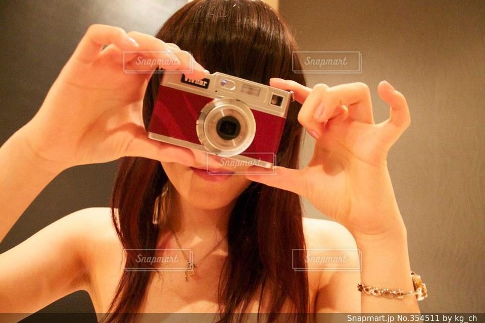 女性,モデル,カメラ,ロングヘア,カメラ女子,手,女,女子,セクシー,キャミソール