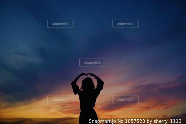 サンセット シルエットの写真・画像素材[1057523]