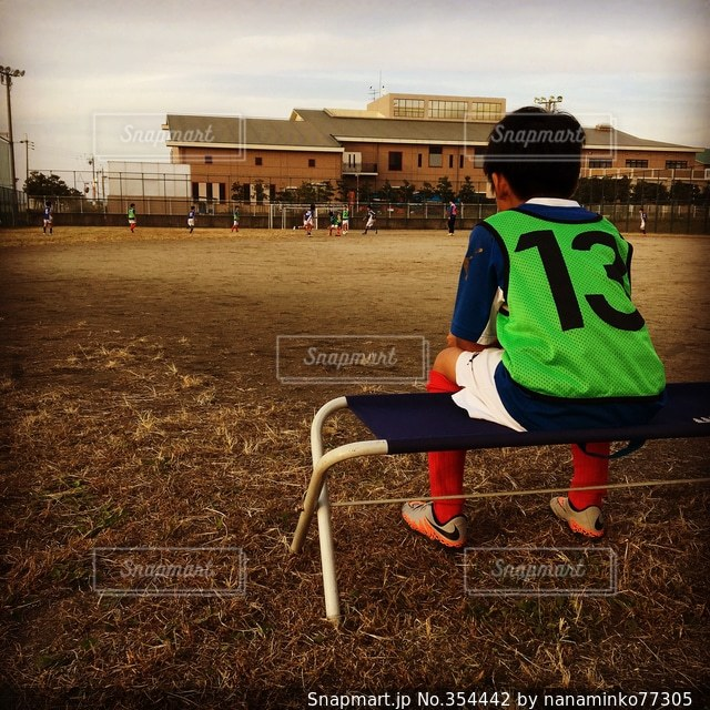 子ども,スポーツ,後ろ姿,サッカー,ちびっこキャプテン,見守る背中