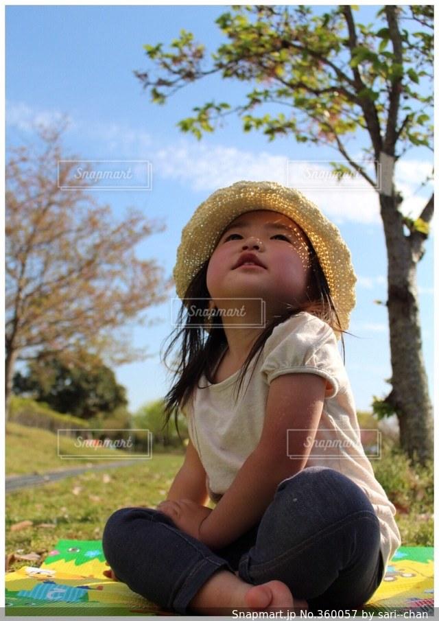 家族,空,公園,子供,見上げる,ピクニック,可愛い,2歳,娘,ポカポカ陽気,飛行機見つけた