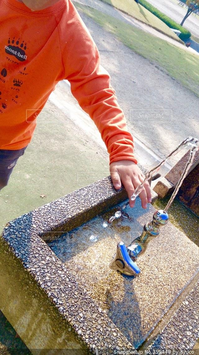 自然,公園,水,水飲み場,子供,キラキラ,水道,外遊び,子供の手,潤い,乾き