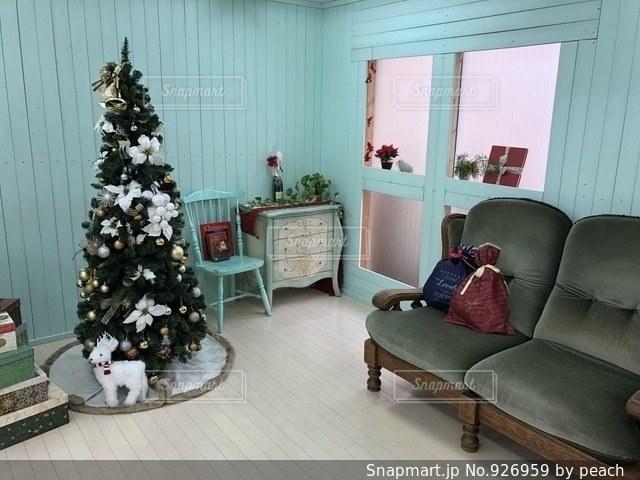 リビング ルームの家具と装飾でいっぱいの写真・画像素材[926959]
