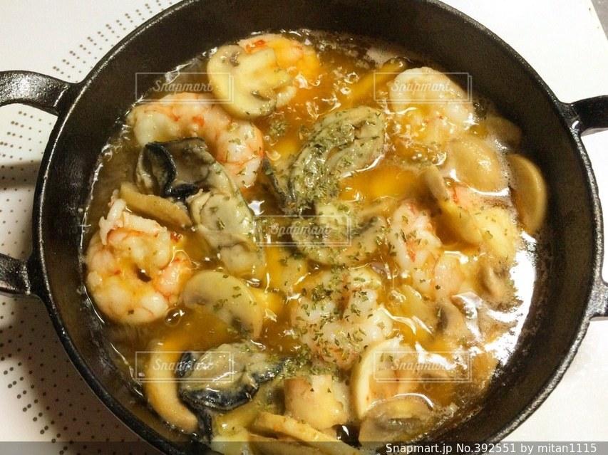食卓,料理,クッキング,アヒージョ,海老,オリーブオイル,夜ごはん,えび