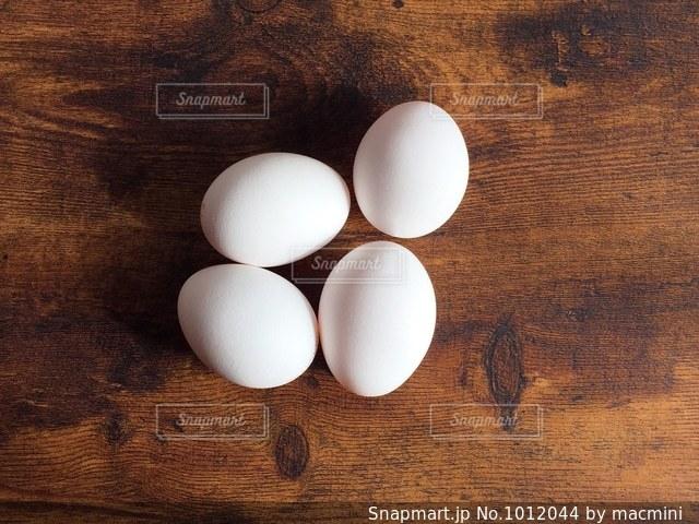 4つの卵の写真・画像素材[1012044]