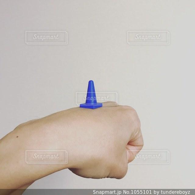青いパイロンの写真・画像素材[1055101]
