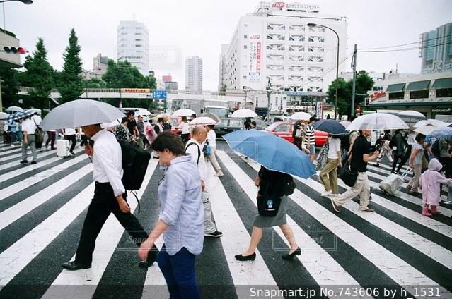 通りを歩く人々の写真・画像素材[743606]