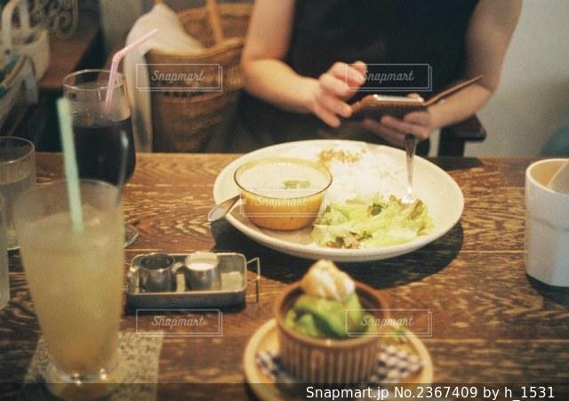友人とカフェでランチの写真・画像素材[2367409]