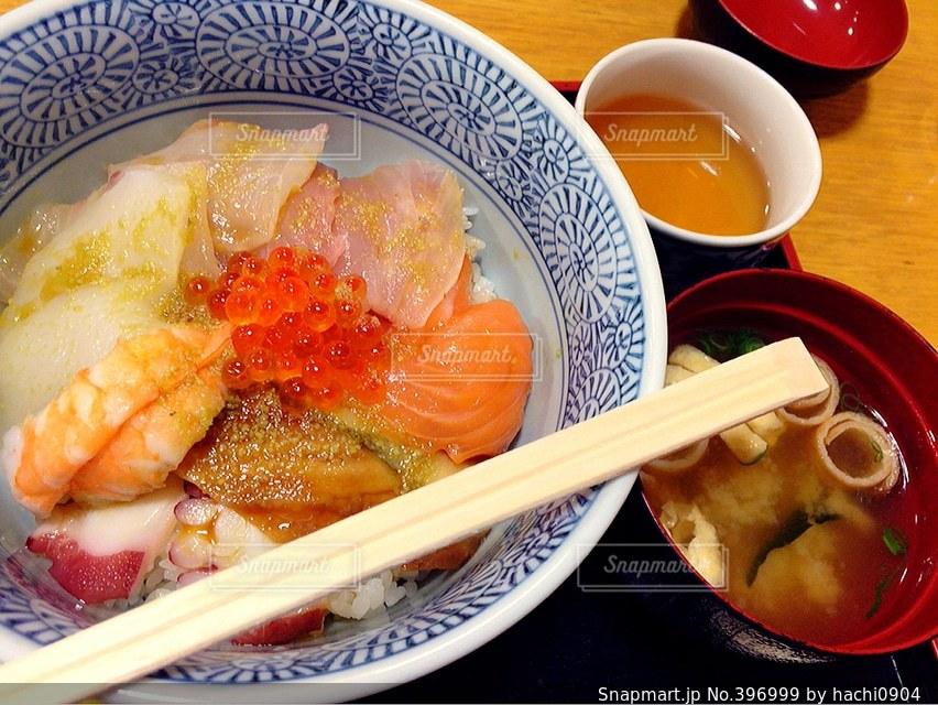 美味しそう,日本,味噌汁,ご飯,和食,文化,美味しい,海鮮丼,海鮮,丼ぶり,はし