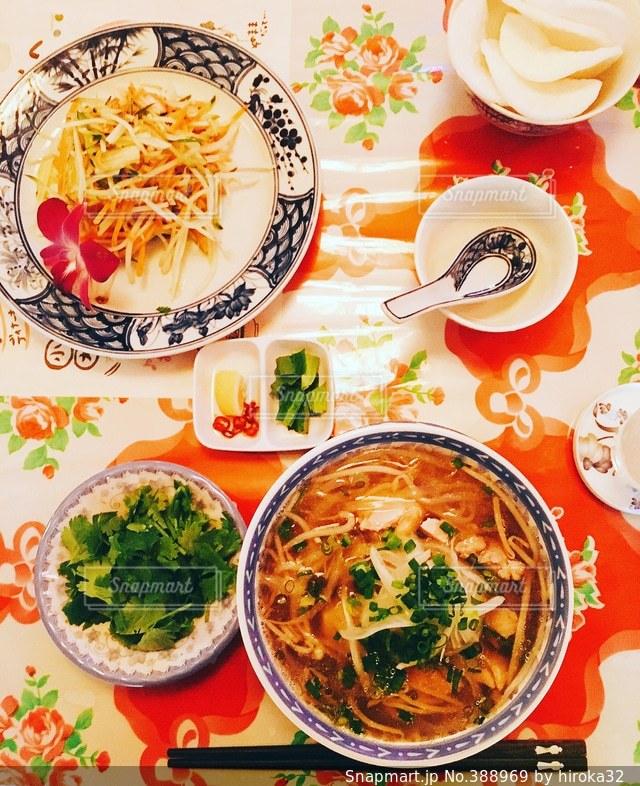 テーブルフォト,フォー,パパイヤサラダ,アジア×ご飯×カラフル×可愛い