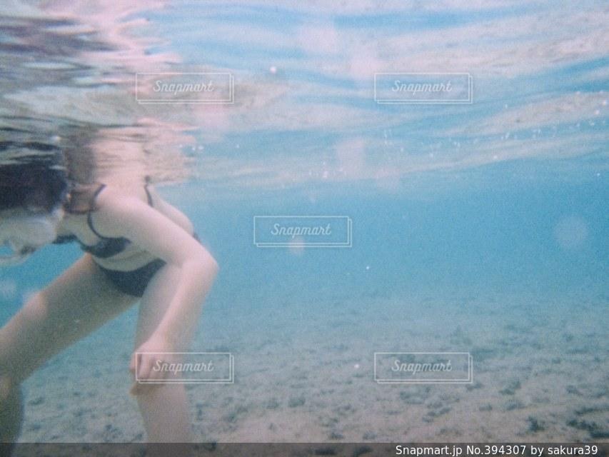 海,海外,水着,女子,楽しい,水中,旅行,グアム,バカンス,海中,シュノーケリング,青い,ビキニ,お腹,潜る,キレイ
