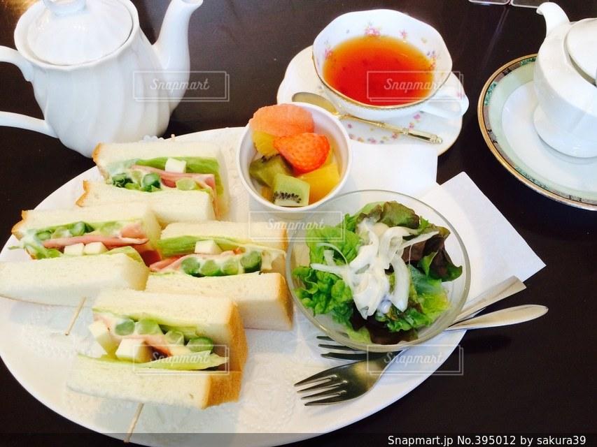 ランチ,ティータイム,サンドイッチ,紅茶,美味しい,アスパラとベーコン
