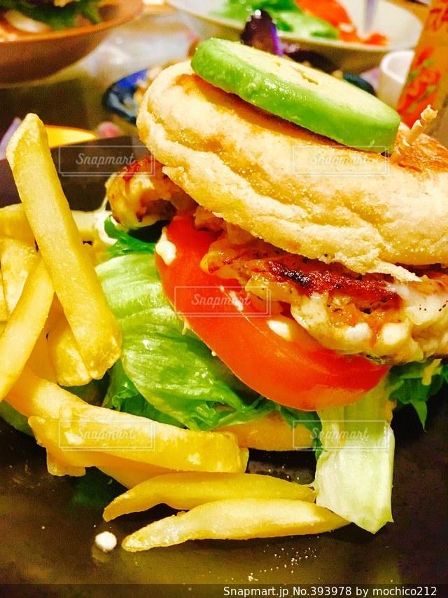 おうちごはん,ディナー,ハンバーガー,トマト,アボカド,手作り,フライドポテト,夕飯,ひき肉,アボガド,アボガドバーガー,ハニーマスタード,手作りソース