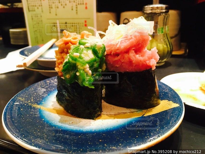 日本,オクラ,和食,寿司,美味しい,ネギ,山盛り,軍艦,海苔,うまい,納豆,落ちそう,ネギトロ,具,職人技