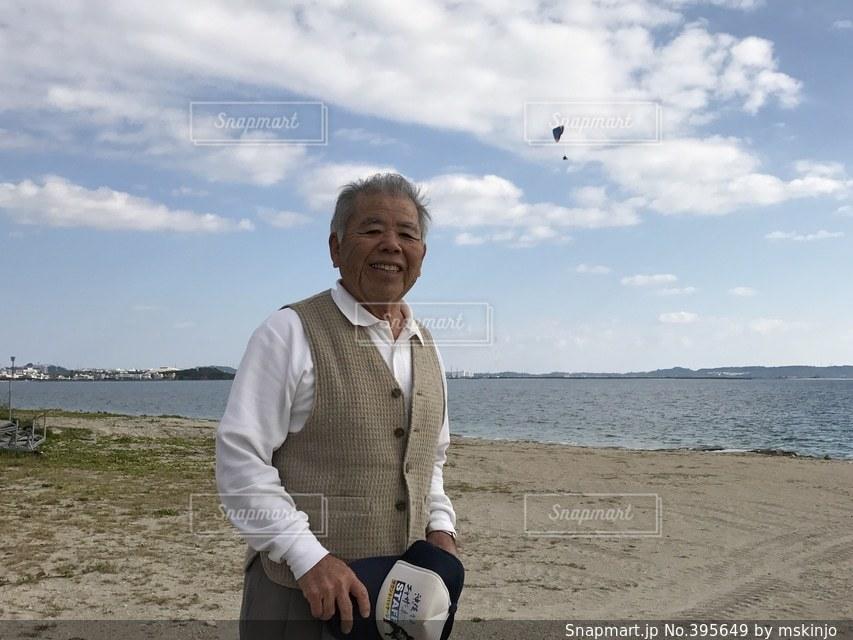 海,光,元気,笑顔,風,健康,おじいちゃん,父,じいじ,おじいさん,シルバー,老人,年金,老後,老年,世代,好々爺,老齢